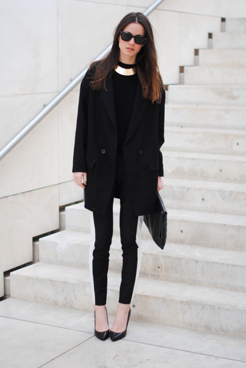 all-black-fashion-with-gold-choker