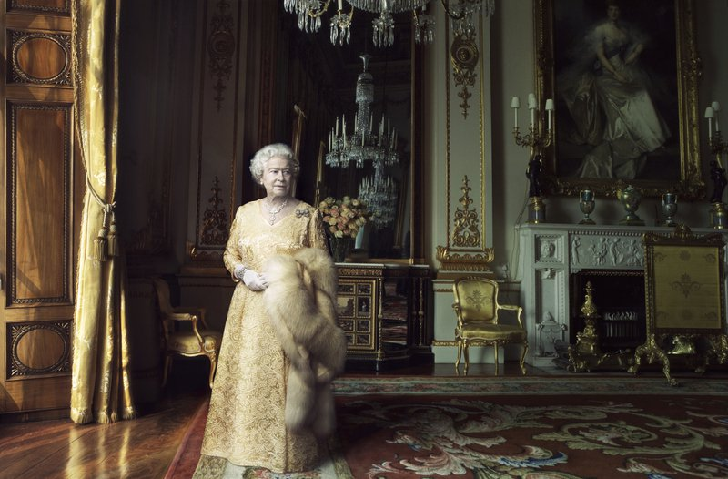 queen-elizabeth-ii-by-annie-leibovitz-02-big-thumb-800x526-78559